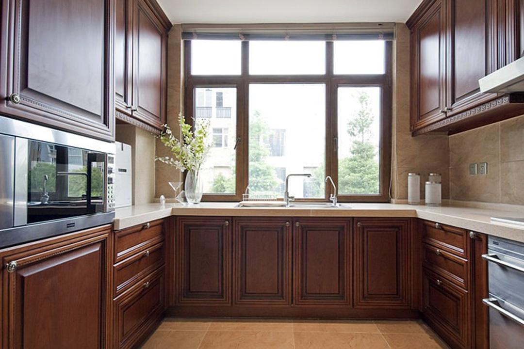 U Shape Solid Wood Classic Kitchen Cabinet Design