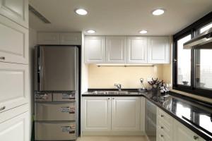 Small Apartment Classic Kitchen Cabinet Design