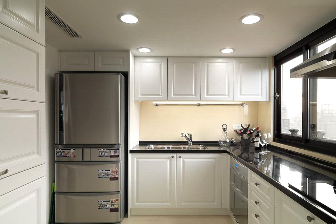 Small Apartment Classic Kitchen Cabinet Design