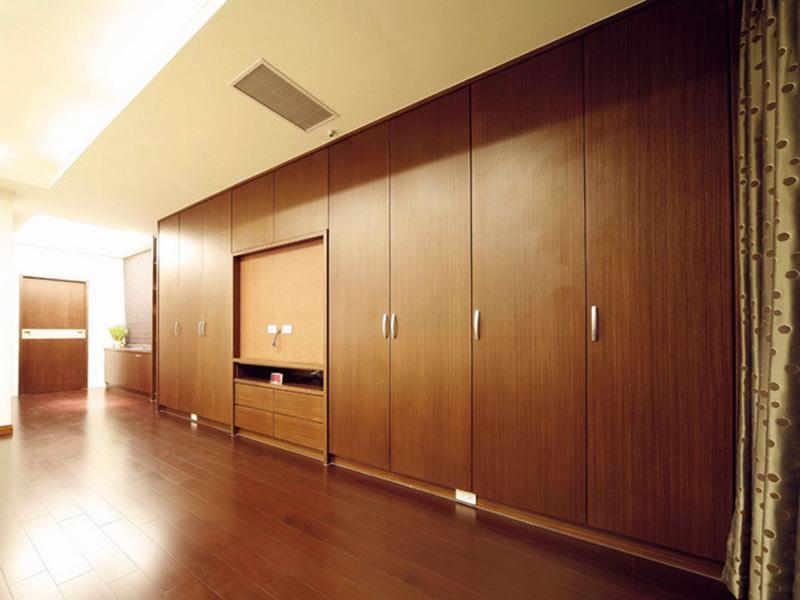 Swing Doors Bedroom Wardrobe Design